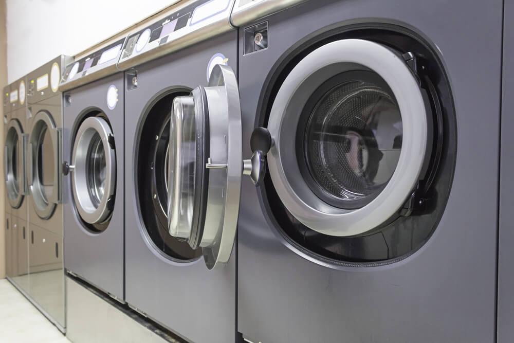Lavar roupa em lavanderia: mitos e verdades