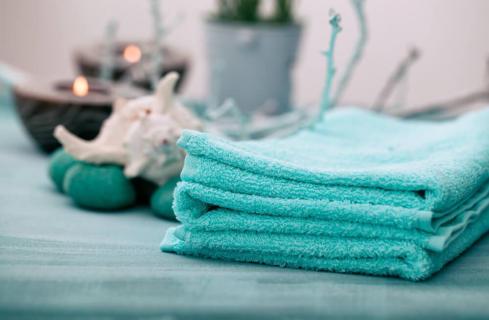 Como desencardir toalhas de banho coloridas e preservá-las? Confira