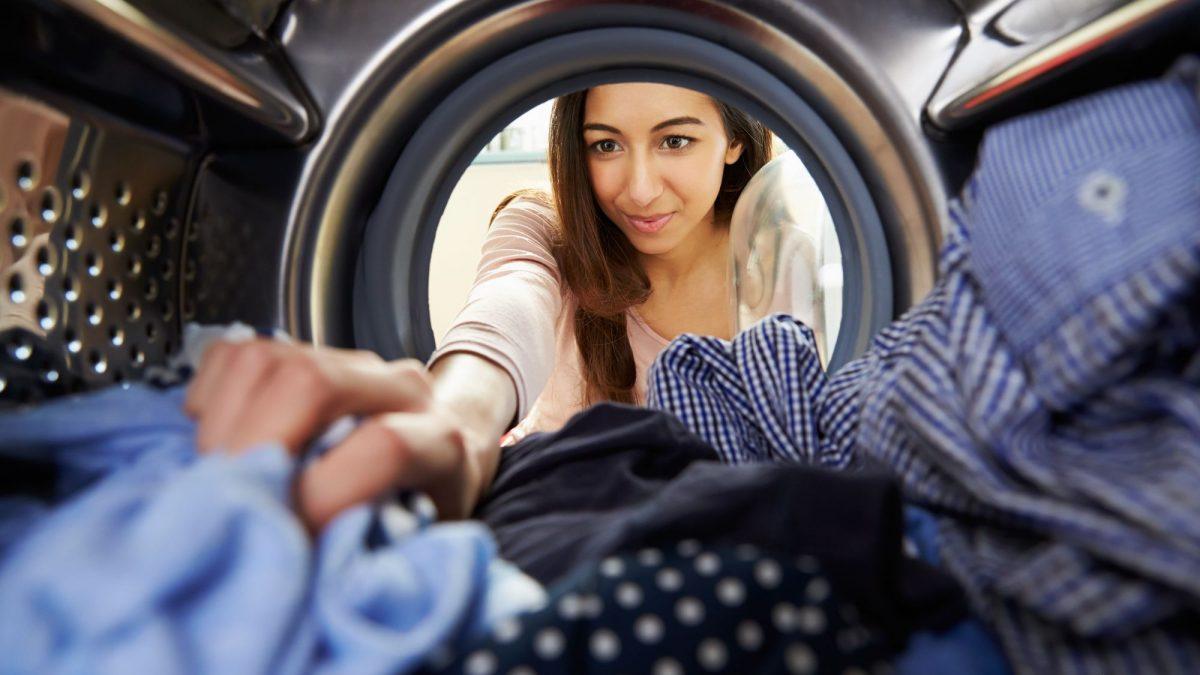 Como lavar roupas: Confira 5 erros e como evitá-los!