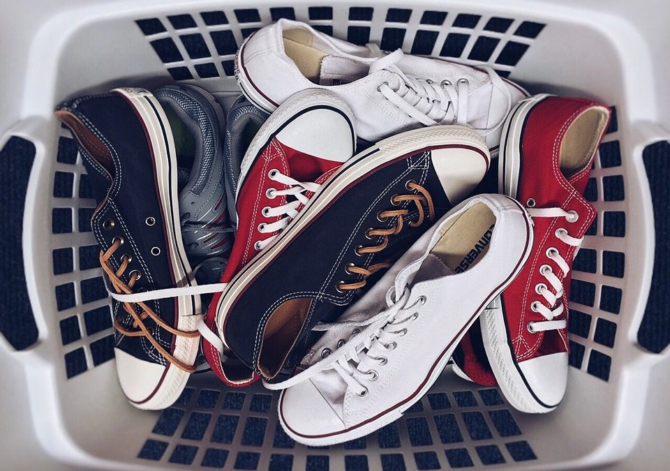 Como limpar tênis: descubra os melhores truques para fazer em casa