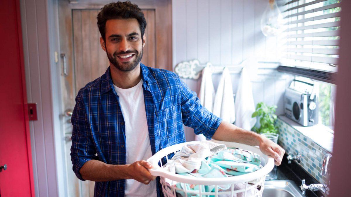 Não destrua seu guarda-roupas! Saiba separar as roupas antes de lavar e evitar imprevistos