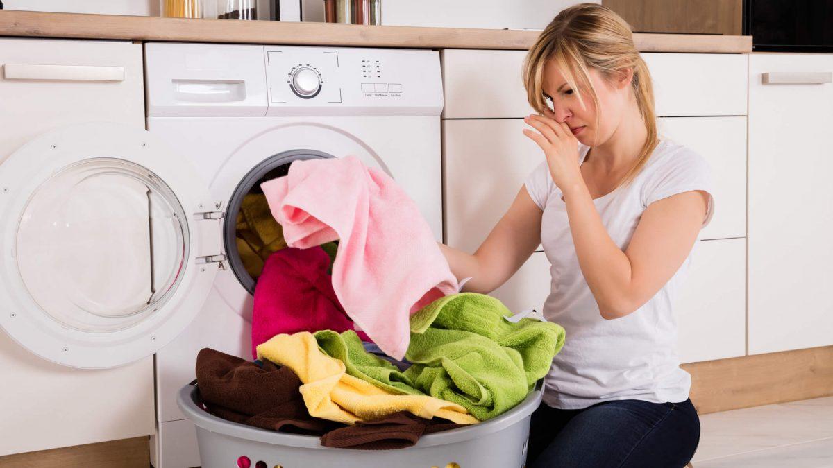 Que cheiro é esse? Saiba como evitar cheiro ruim ao secar roupas em dias chuvosos