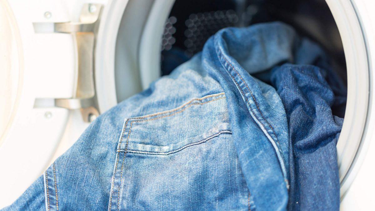 Cansado de usar calça desbotada? Veja 5 formas de lavar calça jeans e mantê-las novas